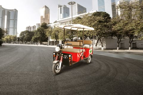 Kinetic DX 4-Seater/2118/Electric